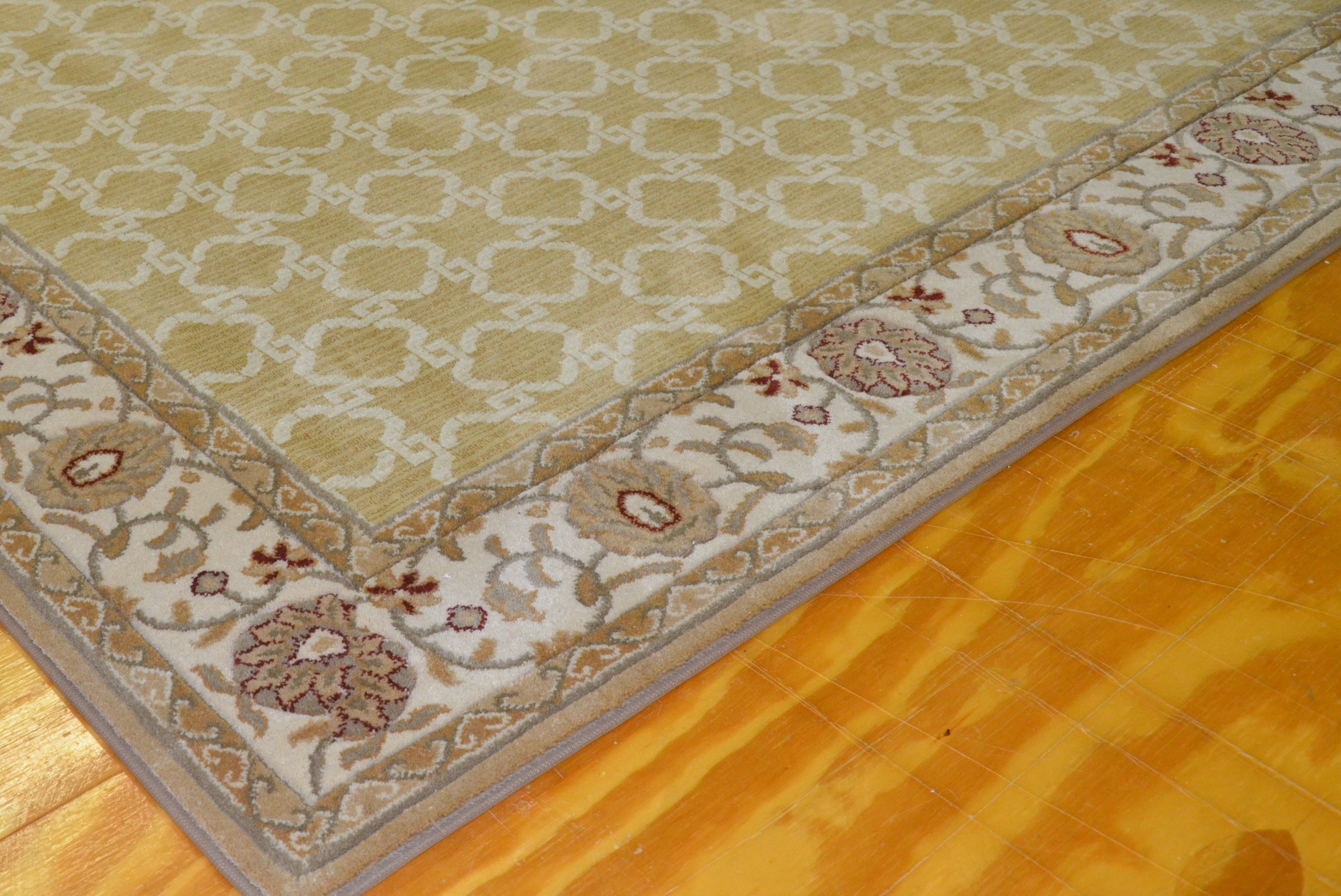 Rug with custom border 01